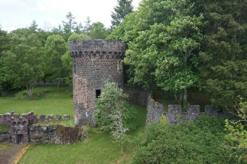 Замок Дофин. Центральная башня юго-восточной стены