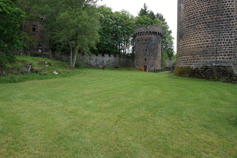 Замок Дофин. Юго-восточная стена со стороны замка