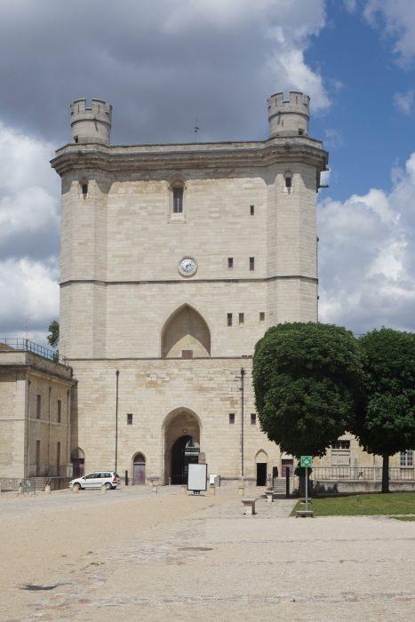 Венсенский замок. Деревенская башня со стороны резиденции