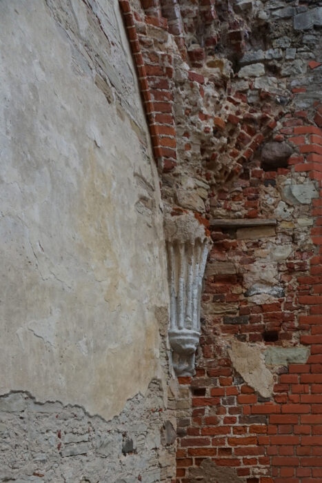 Цесис. Каменный карниз Зала Капитула