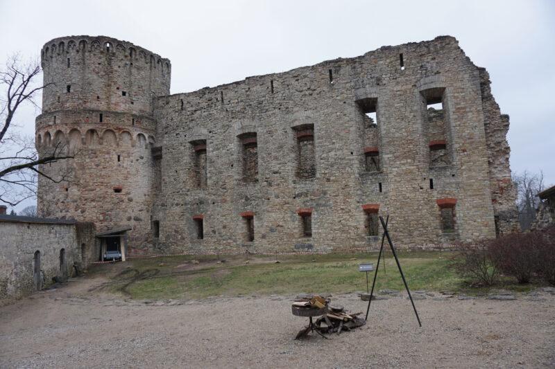 Цесис. Южная башня и восточное крыло с внешней стороны
