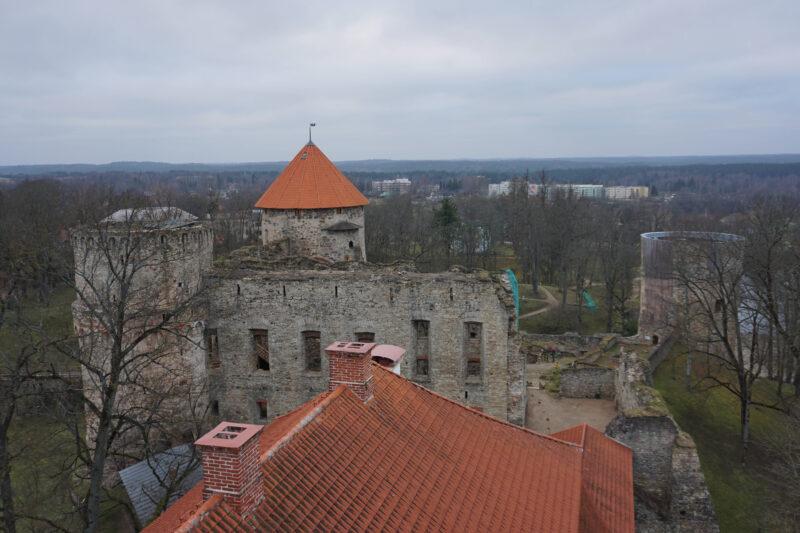 Цесис Вид на восточную сторону замка с башни Ладемахера