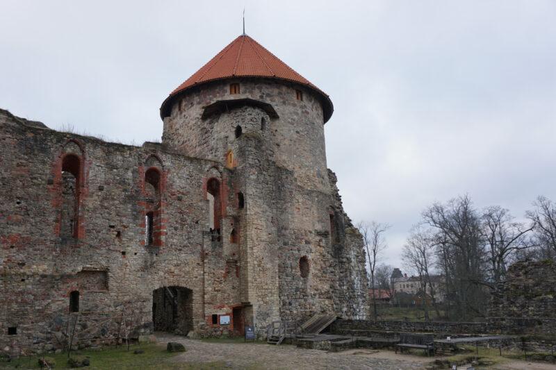 Цесис. Западная башня со стороны внутреннего двора