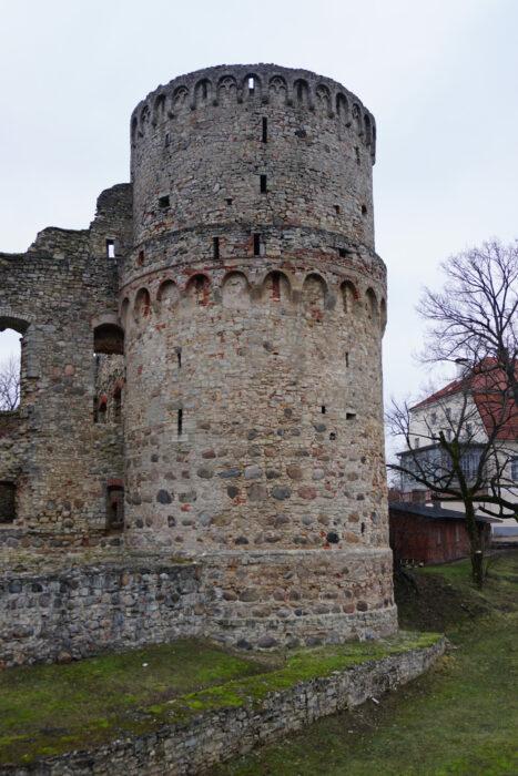 Цесис. Южная башня со стороны внешнего двора