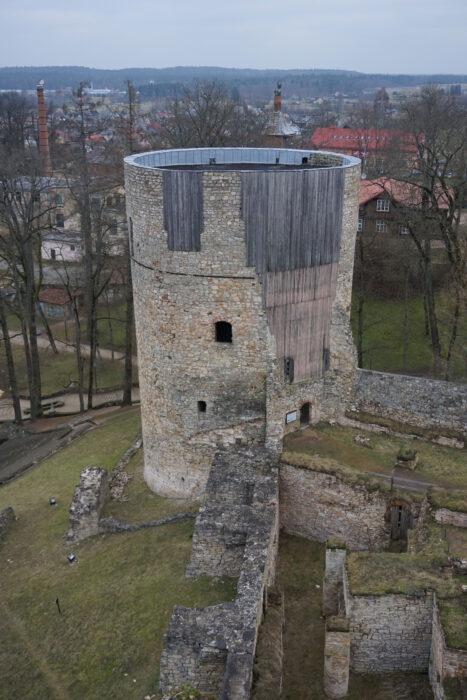 Цесис. Вид на северную башню с западной
