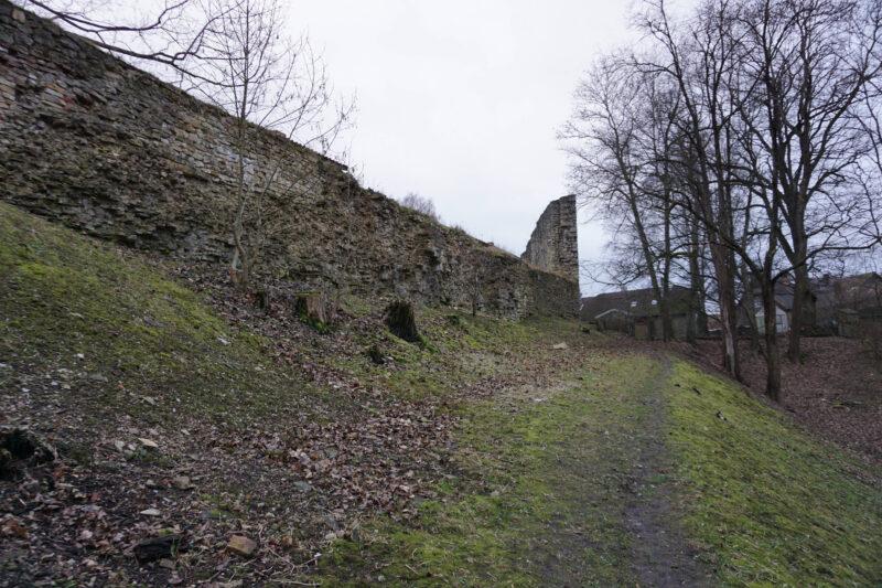 Цесис. Стены первого внешнего двора