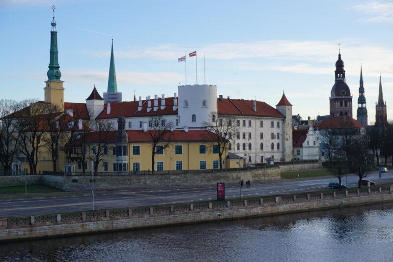 Рижский замок. Вид с Вантового моста на северо-западную часть замка