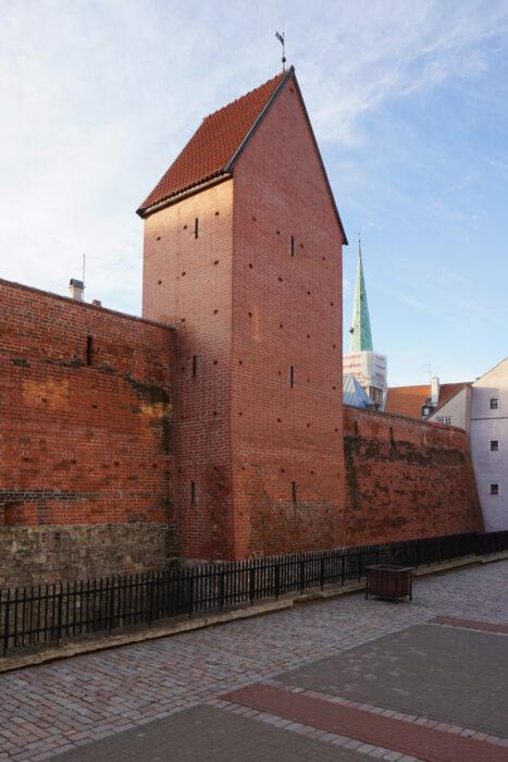 Рига. Реконструированная башня Рамера