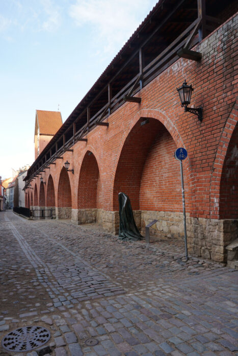 Рига. Фрагмент стены и башня Рамера со стороны улицы Трокшню