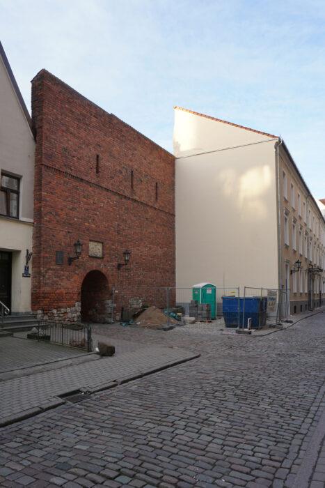 Рига. Открытый участок городской стены вдоль улицы Калею