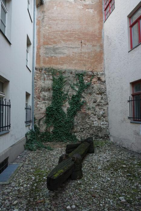 Рига. Фрагмент оборонительной стены в городской застройке