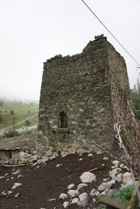 Северная Осетия. Дзивгис. Вход в башню Гутновых