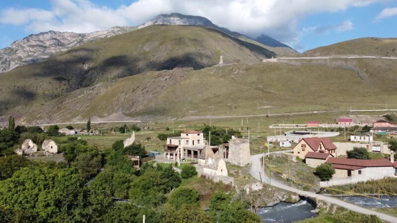 Северная Осетия. Вид от селения Даллагкау в сторону башни Курта и Тага