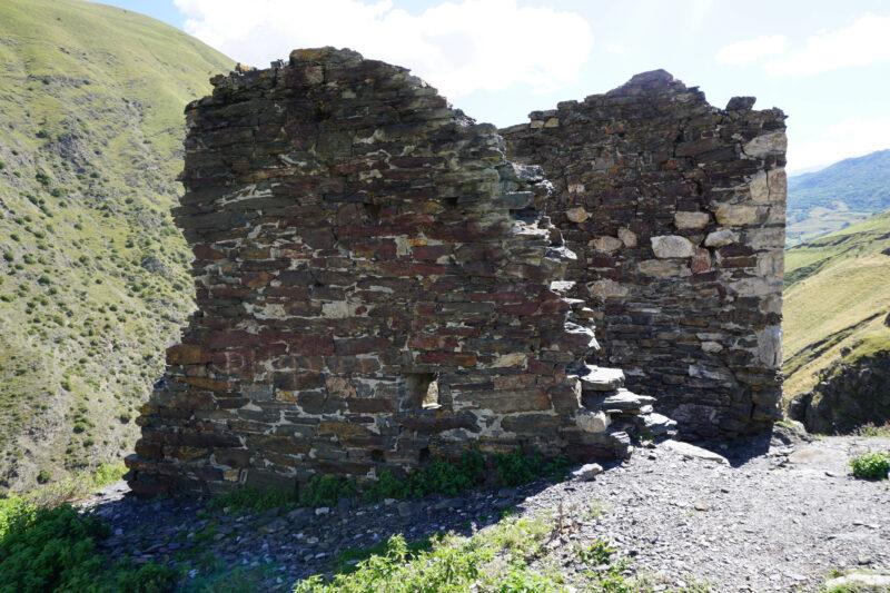 Северная Осетия. Уалласых. Руины жилой башни
