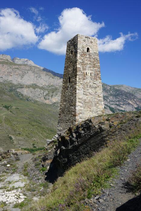 Северная Осетия. Уалласых. Нижняя башня (Курта и Тага)