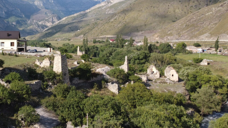 Северная Осетия. Даллагкау. Слева на право - башни Тезиевых, Дзодзиковых и Дзытиевых