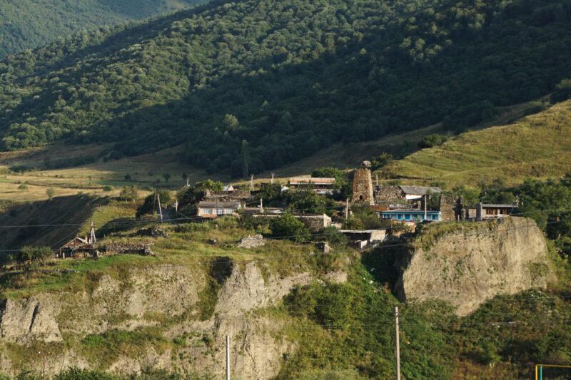 Северная Осетия. Лац. Вид с другого береги реки Фиагдон