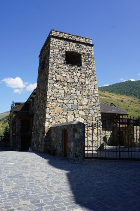 Северная Осетия. Хидикус. Восстановленная башня-колокольня Гусовых