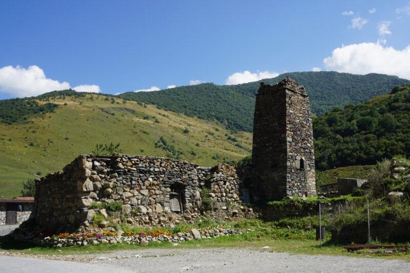 Северная Осетия. Хидикус. Башня во дворе монастыря