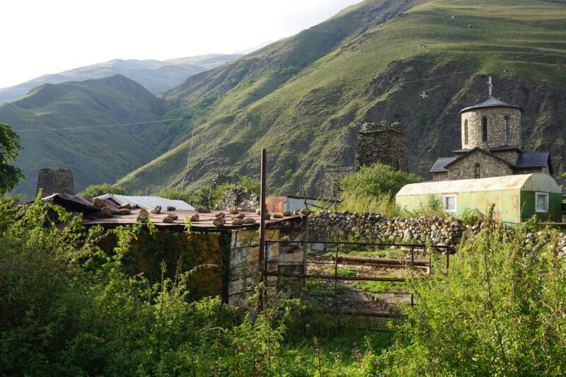 Северная Осетия. Хидикус. Руины башен и построек около монастыря